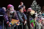 Akce Česko zpívá koledy se na náměstí Republiky v Plzni zúčastnilo 5027 lidí