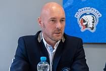Tomáš Vlasák na tiskové konferenci před nadcházející extraligovou sezonou. .