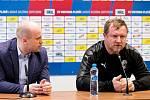 Trenér Vrba na tiskové konferenci.