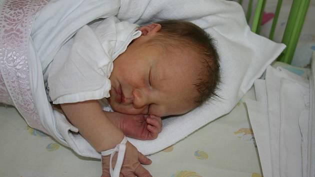 Natálka (3,07 kg, 49 cm) je prvorozená dcera Markéty Jůzové a Miroslava Hučína ze Štěnovic. Holčička přišla na svět 27. července v15:15 hod. vplzeňské Mulačově nemocnici