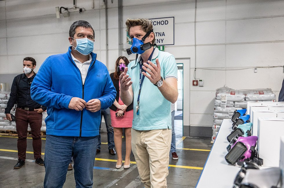 Ministr vnitra Jan Hamáček jednal v sídle plzeňské společnosti WPA Nanotechnologies o možnosti dodávání ochranných masek pro složky Integrovaného záchranného systému.