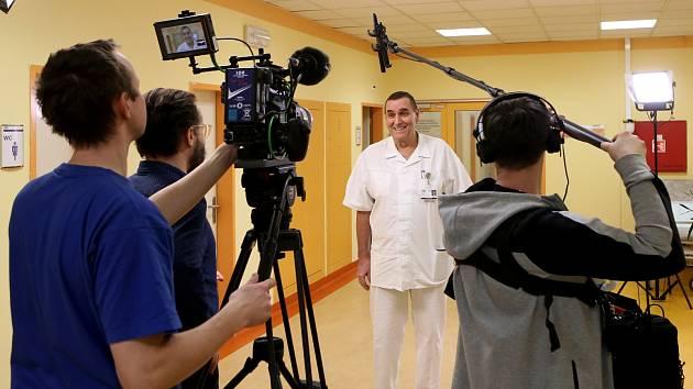 Natáčení cyklu Malé lásky ve Fakultní nemocnici na Lochotíně.
