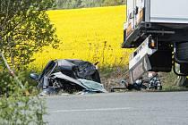 K havárii osobního vozu a kamionu došlo mezi obcemi Blatnice a Nýřany.
