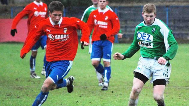 Fotbalisté Viktorie Plzeň B (v červených dresech) remizovali v Norimberku s juniorkou bundesligového klubu 1:1.