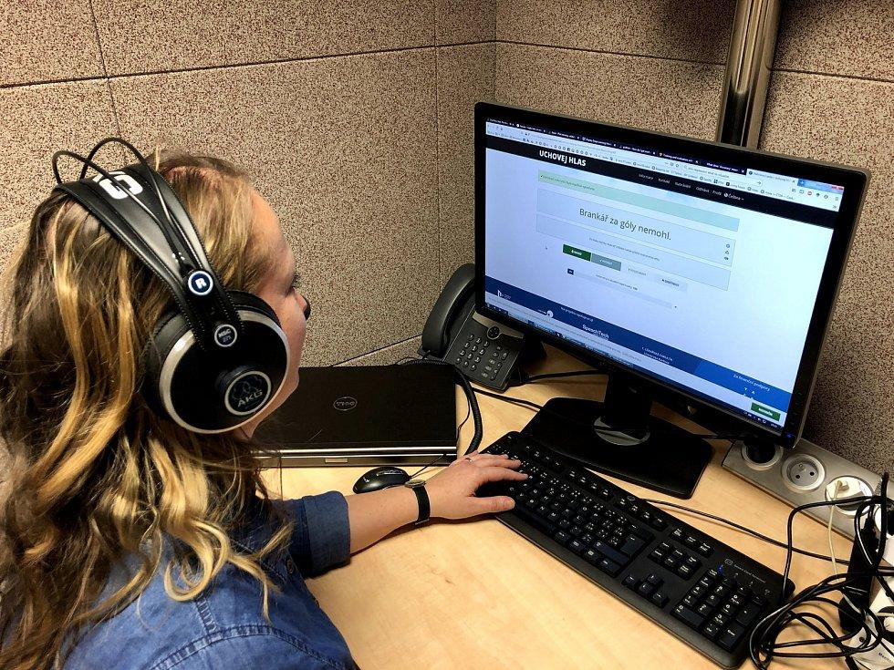 Počítačový program vrací lidem jejich hlas. Pro úspěšnou rekonstrukci hlasu je potřeba, aby člověk nahrál alespoň 500 vět.
