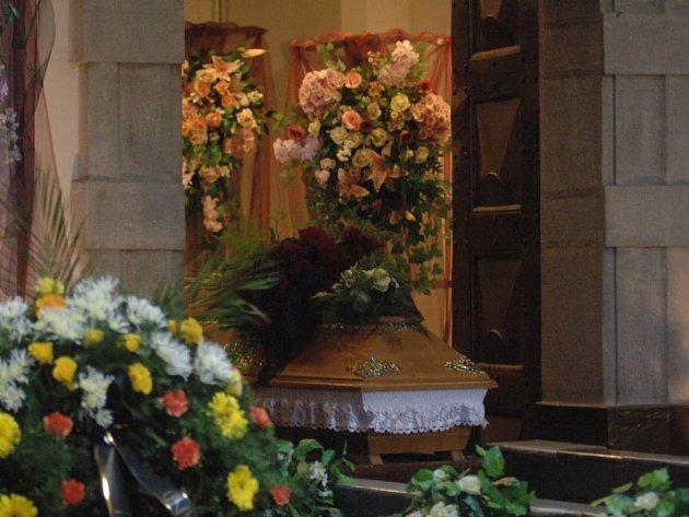 Na pohřeb Pavly Kapitánové dorazila celá řada umělců z hudební branže