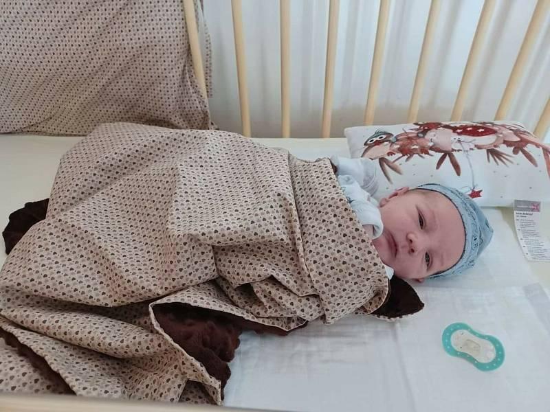 Štěpán Mathauser (3810 g, 52 cm) se narodil 16. července 2021 ve FN Plzeň-Lochotín. Rodiče Martin a Michaela z Plzně přivítali svého prvorozeného syna společně.