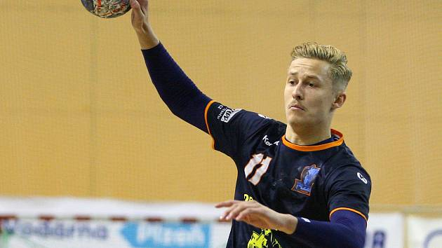 Reprezentační házenkář Ondřej Šafránek v dresu Talentu Plzeň během loňského finále extraligy proti Karviné.