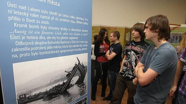 Putovní výstava o odsunu sudetských Němců měla ve čtvrtek vernisáž na Masarykově gymnáziu v Plzni