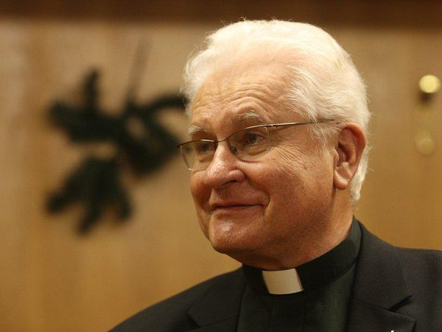 Farář Jiří Kusý sedm let působil jako sólista plzeňské opery. Při natáčení televizního pořadu se do divadla vrátil
