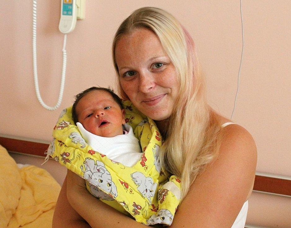 Eliška Moulisová se narodila 15. července ve 2:47 mamince Veronice a tatínkovi Michalovi z Plzně. Po příchodu na svět plzeňské fakultní nemocnici vážila sestřička pětileté Aničky 3320 gramů a měřila 51 centimetrů.