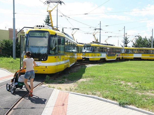 Odstavené tramvaje na točce v Mozartově ulici