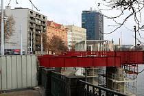Stavba promenády na náplavce Radbuzy v centru Plzně