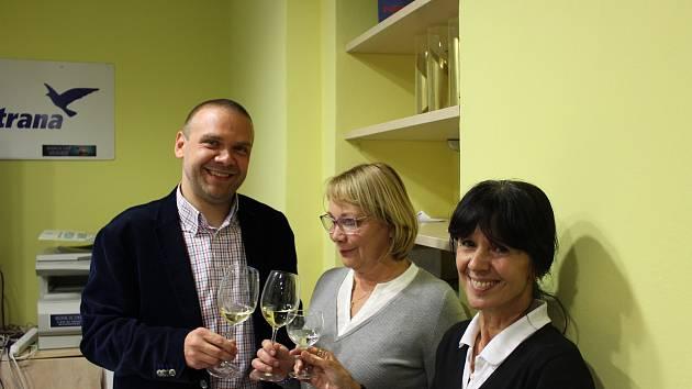 Martin Baxa, Ilona Mauritzová a Helena Řežábová slavili volební úspěch v plzeňském Modrém domě.