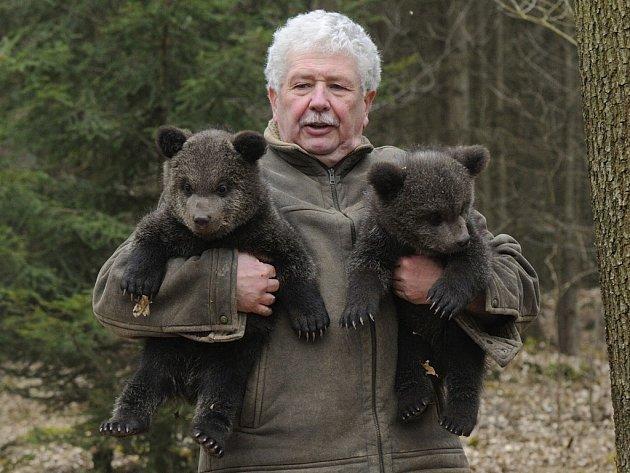 Václav Chaloupek se svými novými medvídky