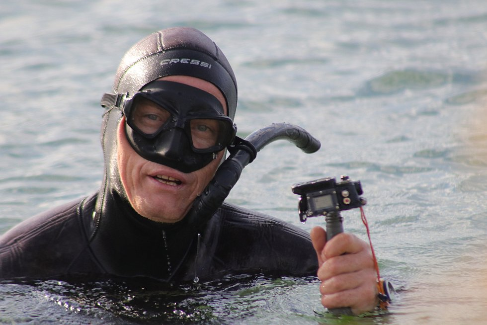 Potápěč odhaluje tajemství ukrytá pod hladinou Medardu