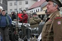 Oslavy 75. výročí sestřelení amerického bombardéru Liberator sledovalo v Nepomuku kolem tří stovek lidí.