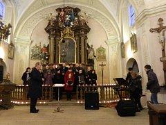 Vystoupení Chrámového sboru u kostela Panny Marie Růžencové v Plzni na Petrohradě pod vedením sbormistra Václava Šlajse