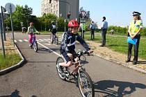 Městské kolo dopravní soutěže cyklistů se uskutečnilo ve středu na dopravním hřišti 33. Základní školy v Plzni
