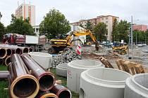 Rekonstrukce ulice Na Dlouhých stále pokračuje.