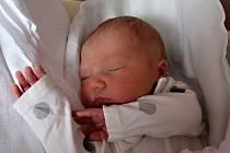 Jiří Cholenský se narodil 17. prosince v 9:52 rodičům Markétě a Janovi z Tachova. Po příchodu na svět ve Fakultní nemocnici v Plzni vážil bráška čtyřletého Honzíka 3450 gramů a měřil 50 centimetrů.