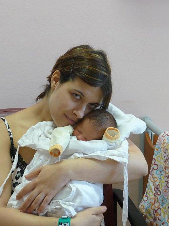 Maminka Martina Koutská a tatínek Marcel Majdak z Plzně přivítali na světě Kristýnku (3,36 kg). Jejich prvorozená dcera přišla na svět 21. listopadu ve 21:46 ve FN v Plzni