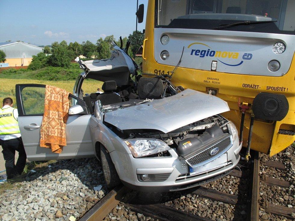Smrtelná dopravní nehoda na železničním přejezdu v Dolanské ulici v Chrástu.