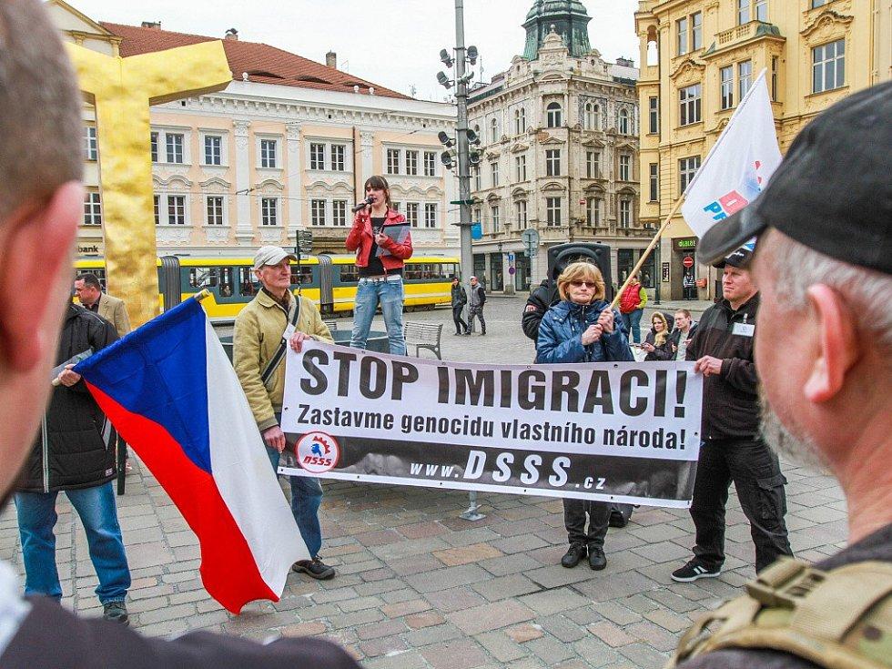 Demonstrace Dělnické strany sociální spravedlnosti na náměstí Republiky v Plzni