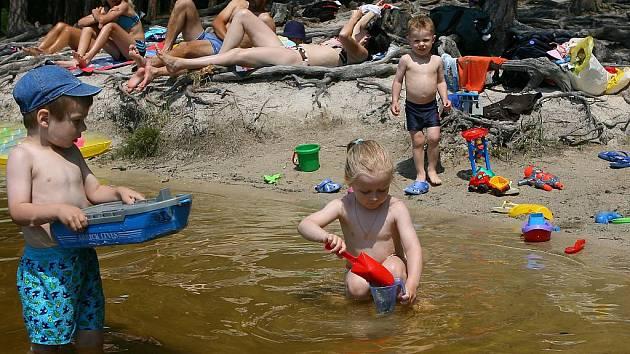 Lidé si volno užívali většinou u vody. Bylo totiž opravdu horko.