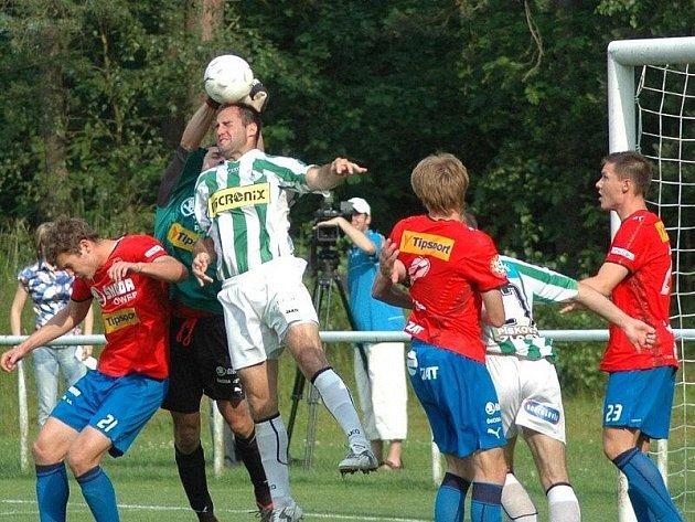 Fotbalisté Viktorie Plzeň (červené dresy) porazili 27. 6. 2009 ve Zruči U Plzně v prvním přípravném utkání na novou sezonu mužstvo Bohemians Praha 2:0.