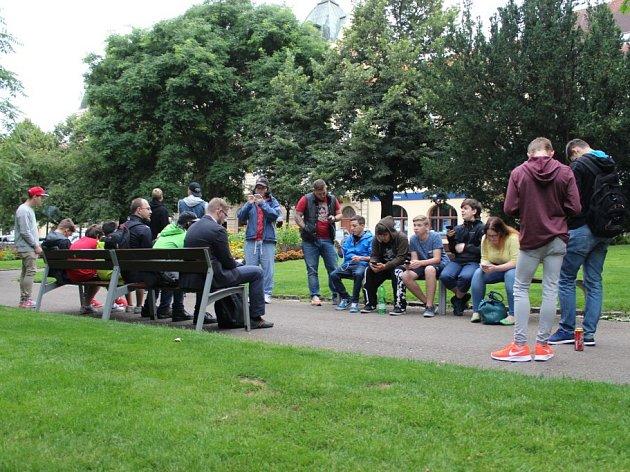 Hráči hry Pokémon Go si v Plzni dali sraz a vyrazili na chytání Pokémonů v centru města