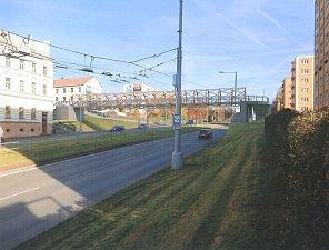 Návrhy podoby lávky pro pěší přes Rokycanskou třídu v Plzni