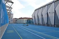 Nové tréninkové hřiště pro mladé hokejisty na zimním stadionu.