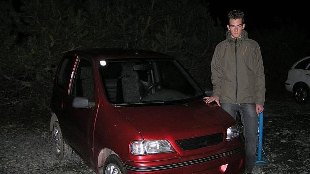 Tomáš Osvald v servisu u svého vozítka