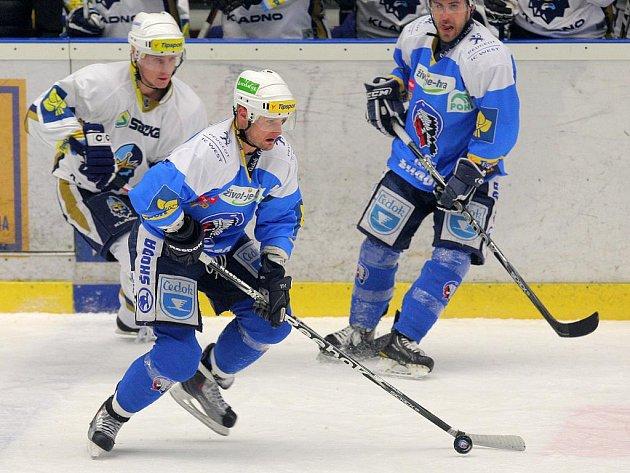 Hokejisté HC Plzeň 1929 (v modrém) podlehli v utkání 50. kola Tisport extraligy kladenským Rytířům 0:4.