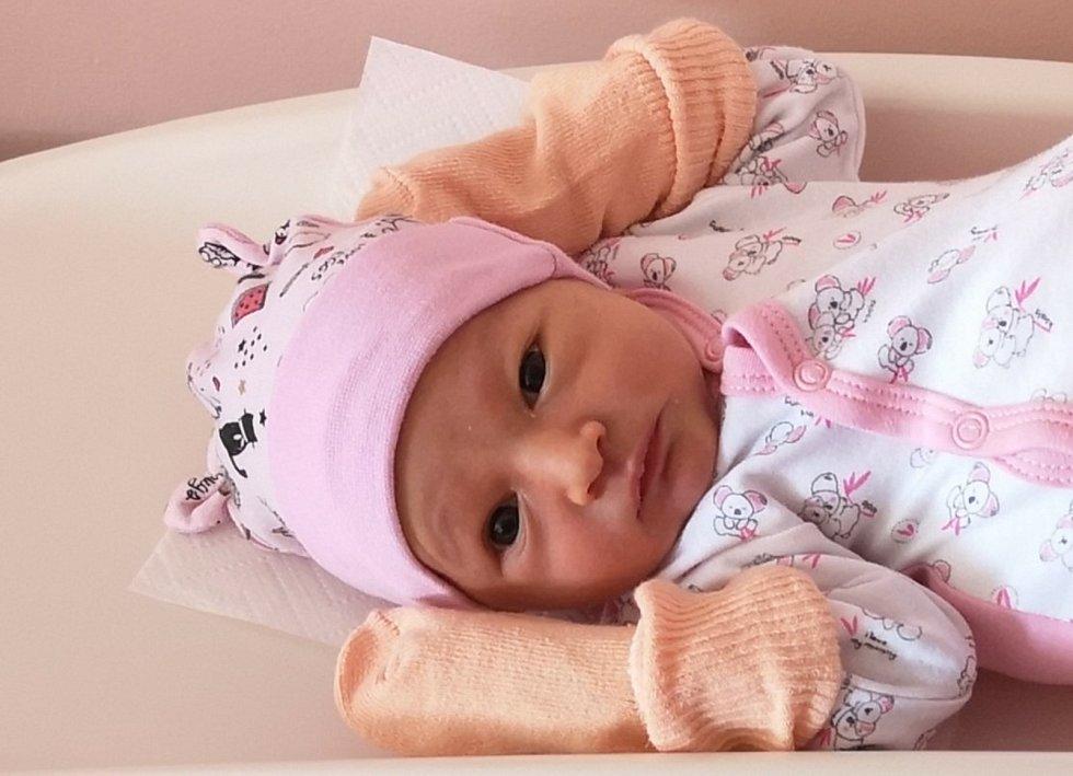 Julie Sládková z Blovic se narodila 19. dubna 2021 ve 12:19 hodin mamince Veronice a tatínkovi Josefovi. Po příchodu na svět v plzeňské porodnici FN Lochotín jejich dcera vážila 2900 gramů a měřila 47 centimetrů.