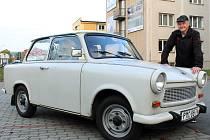 Josef Odehnal se svým Trabantem 601