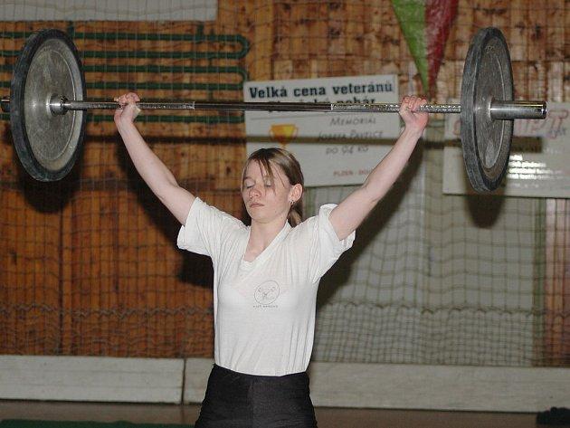 Vzpěračka Startu VD Plzeň Veronika Věžníková vybojovala při Velké ceně Rotavy druhé místo v kategorii žen.