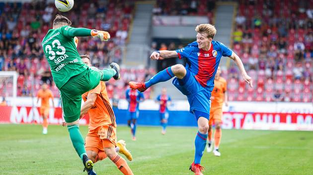 I když seznam zraněných hráčů byl pomalu stejně tak dlouhý jako základní jedenáctka, zvládli fotbalisté Viktorie Plzeň domácí ligovou premiéru a porazili Mladou Boleslav 2:1.