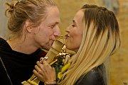 Cenu za Skladbu roku (A pak) si loni odnesli Tomáš Klus a jeho žena Tamara.