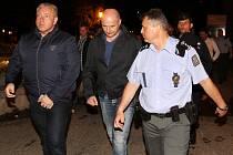 Ministr vnitra Milan Chovanec přijel zkontrolovat pořádek v nočních ulicích západočeské metropole. V doprovodu hejtmana kraje Bernarda a policistů se prošel v noci na sobotu ulicemi v centru města.