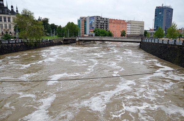 Povodeň vPlzni, pohled zWilsonova mostu