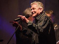 Rockové legendy zazpívaly ve Velké synagoze. Na snímku Dan McCafferty