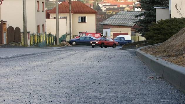 Komunikace v trnovské části Březík se po letech dočkala opravy. Kdy a kde se bude pokračovat dál, o tom rozhodnou krajské dotace