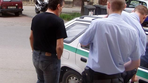 Jaroslava Slavíka odvezli v úterý policisté z restaurace přímo k výslechu