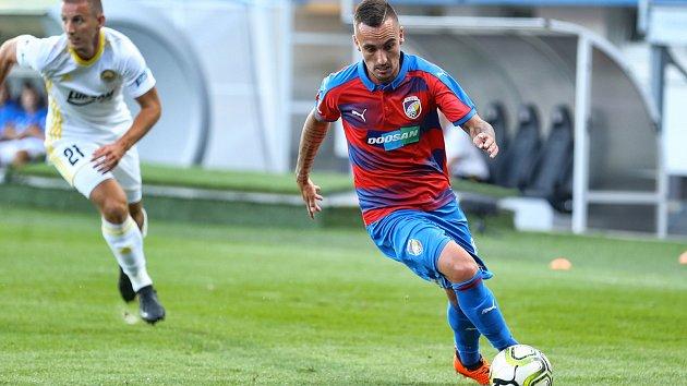 Fotbalisté Viktorie Plzeň jsou i po čtvrtém FORTUNA:LIGY bez ztráty bodu. V sobotu večer udolali doma dosud neporažený Zlín brankou Michaela Krmenčíka ze 77. minuty.