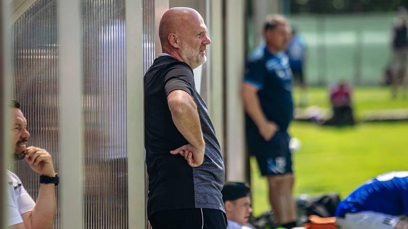 Trenér Michal Bílek v přípravném utkání proti Domažlicím, v němž přišel o Lukáše Kalvacha a Milana Havla.