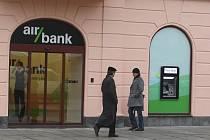 Jednou z posledních bankovních poboček, které vznikly v centru Plzně je Air Bank.