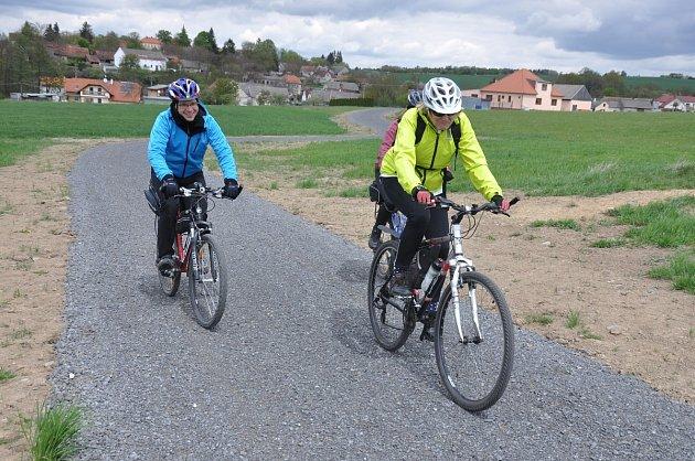ZČíčova do Hořehled již vede cyklostezka.