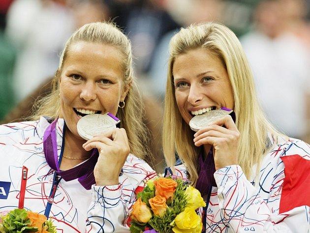Andrea Hlaváčková (vpravo) a Lucie Hradecká